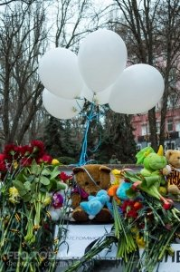 В Феодосии почтили память жертв трагедии в Кемерове #7647