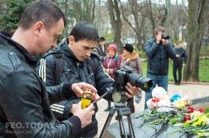 В Феодосии почтили память жертв трагедии в Кемерове #7633