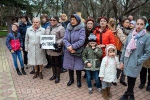 В Феодосии почтили память жертв трагедии в Кемерове #7631