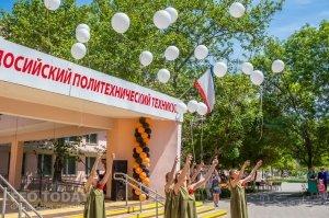Феодосийский политех поздравил ветеранов с Победой #9717