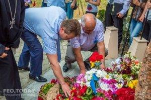 В Феодосии почтили память жертв депортации крымских татар #10876