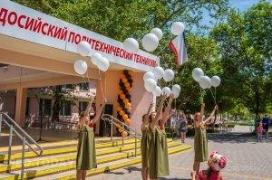 Феодосийский политех поздравил ветеранов с Победой #9704