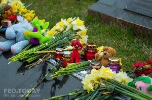В Феодосии почтили память жертв трагедии в Кемерове #7634