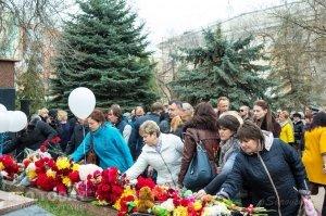 В Феодосии почтили память жертв трагедии в Кемерове #7628