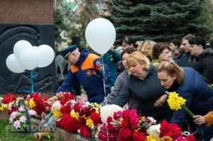 В Феодосии почтили память жертв трагедии в Кемерове #7626