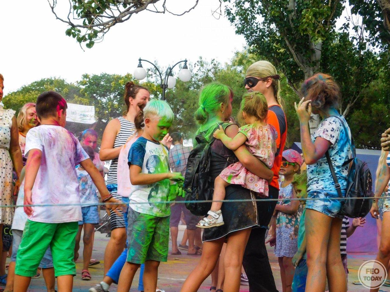 Фото фестиваля красок Холи на 200-летие Айвазовского #1697