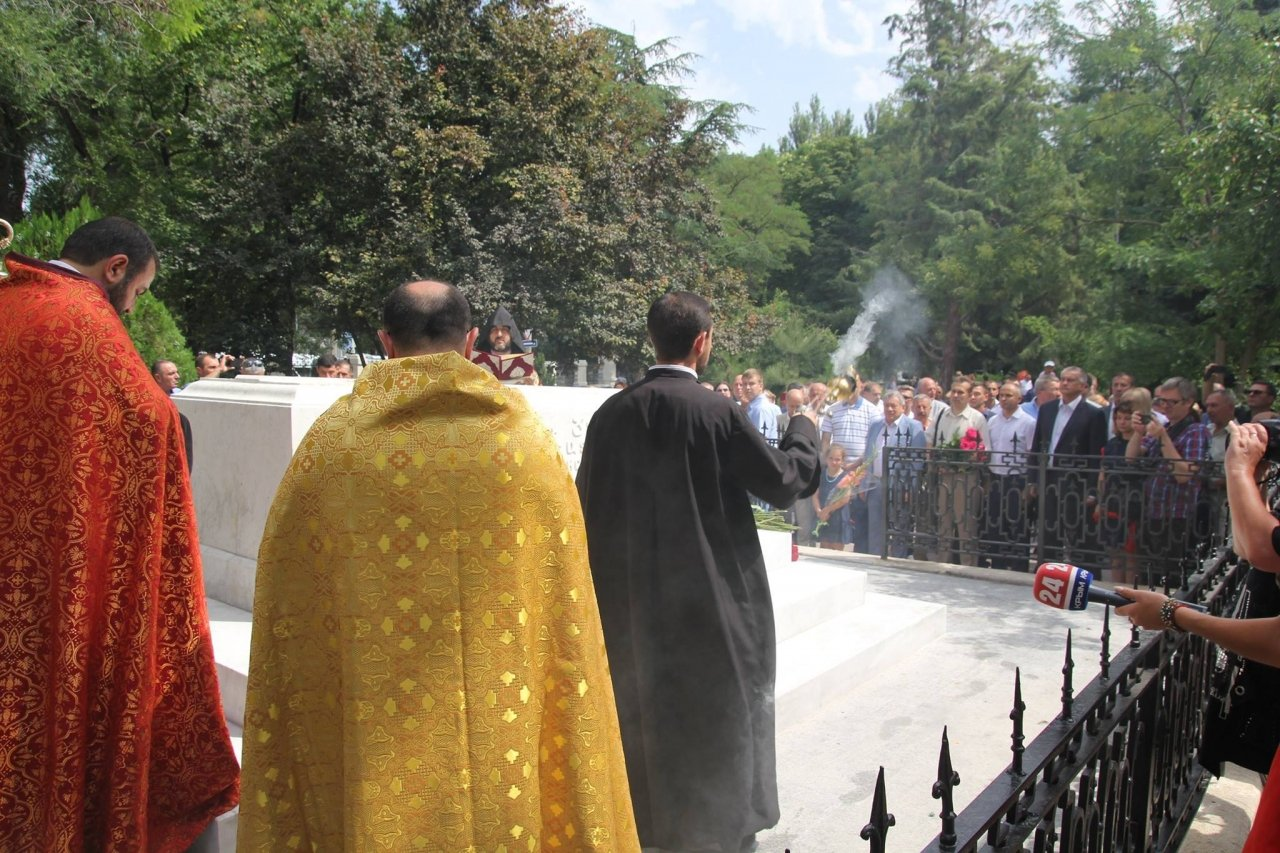 Фото визита Аксенова и потомков Айвазовского в Феодосию #945