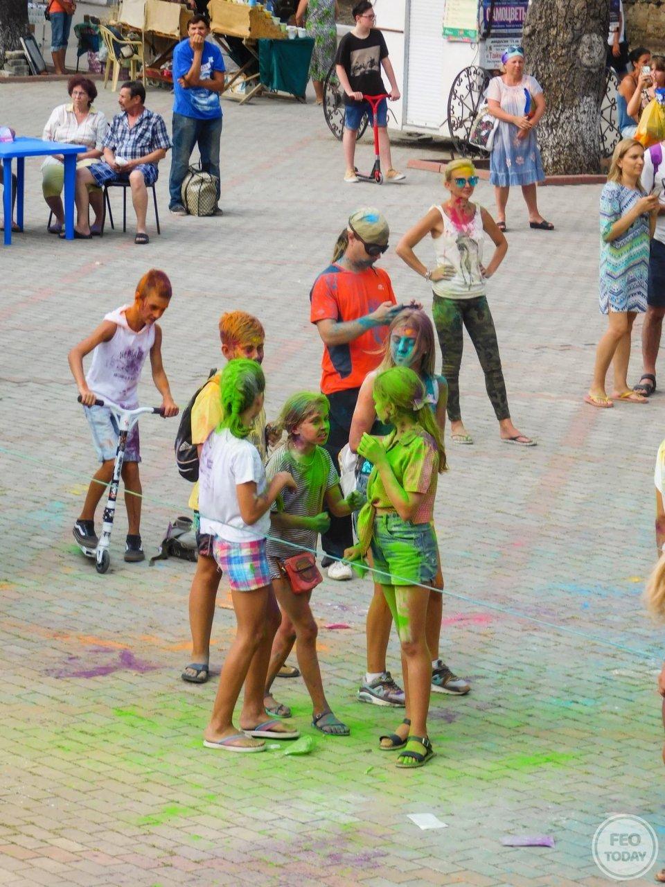 Фото фестиваля красок Холи на 200-летие Айвазовского #1706