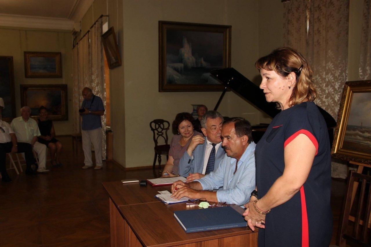 Фото презентации альбома о жизни Айвазовского #1096