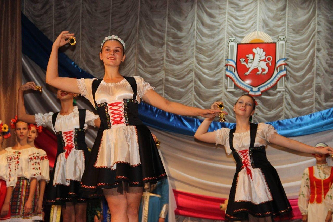 Фото торжественного мероприятия ко Дню герба и флага Республики Крым #4278