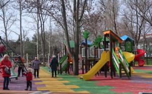 Комсомольский парк Феодосии: работы идут, горожане – прогуливаются #15436