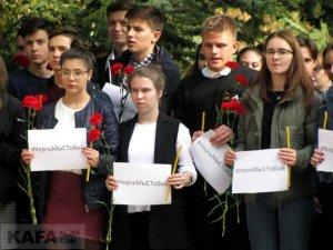 Феодосийцы почтили память жертв трагедии в керчи #14346