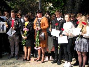 Феодосийцы почтили память жертв трагедии в керчи #14351