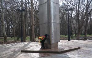 Комсомольский парк Феодосии: работы идут, горожане – прогуливаются #15449