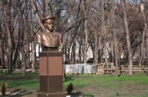 Комсомольский парк Феодосии: работы идут, горожане – прогуливаются #15442