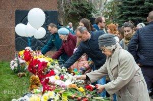 В Феодосии почтили память жертв трагедии в Кемерове #7632