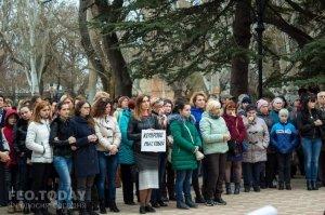 В Феодосии почтили память жертв трагедии в Кемерове #7640