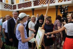 Фото визита Аксенова и потомков Айвазовского в Феодосию #944