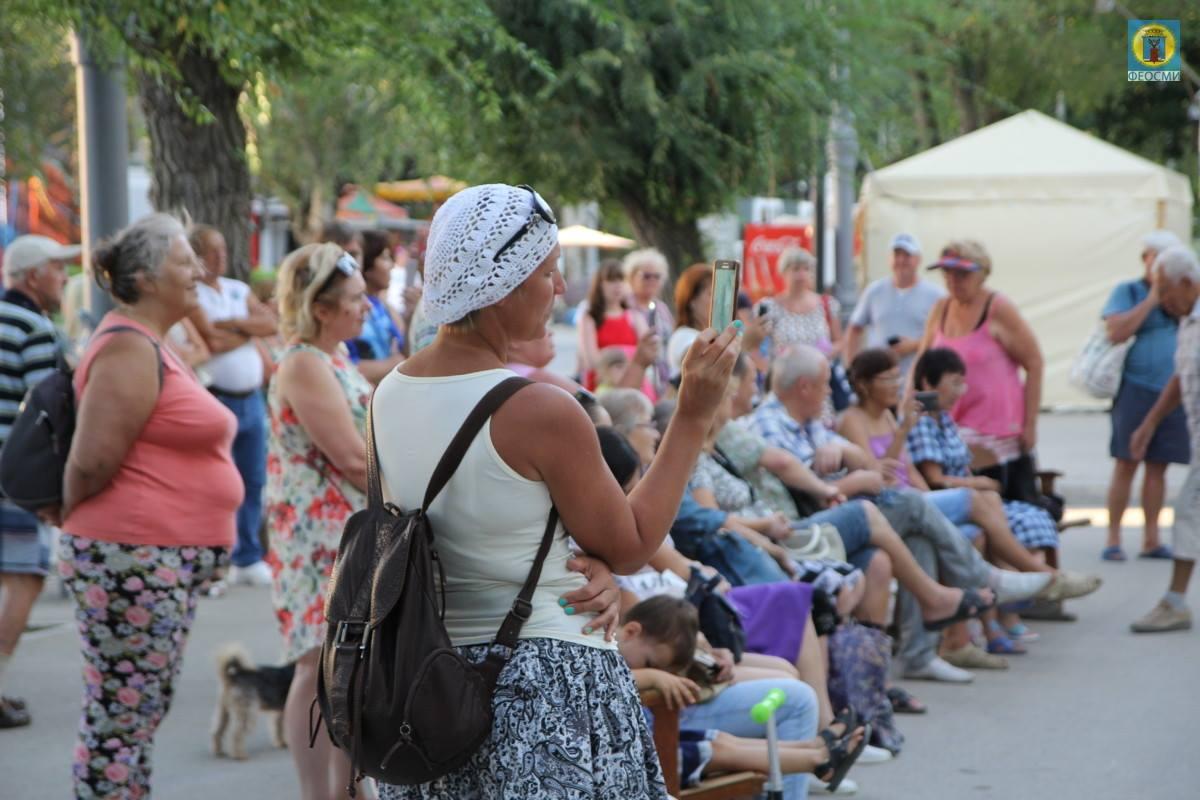 Фото выступления Александра Пяткова на Привокзальной площади Феодосии #3502