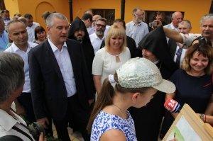 Фото визита Аксенова и потомков Айвазовского в Феодосию #958