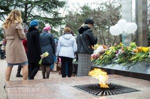 В Феодосии почтили память жертв трагедии в Кемерове #7635