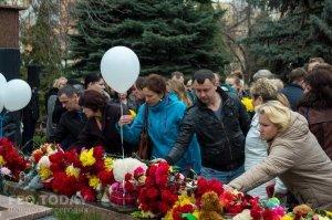 В Феодосии почтили память жертв трагедии в Кемерове #7629