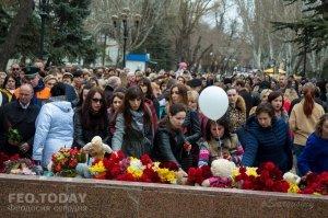 В Феодосии почтили память жертв трагедии в Кемерове #7624
