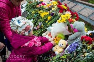 В Феодосии почтили память жертв трагедии в Кемерове #7648