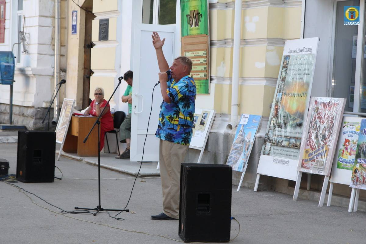 Фото выступления Александра Пяткова на Привокзальной площади Феодосии #3500