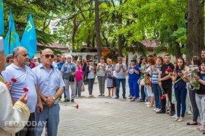 В Феодосии почтили память жертв депортации крымских татар #10873