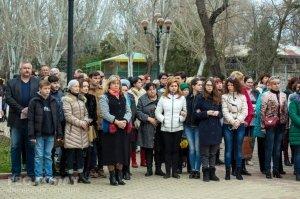 В Феодосии почтили память жертв трагедии в Кемерове #7641