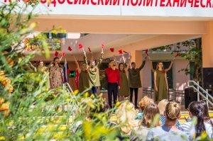Феодосийский политех поздравил ветеранов с Победой #9709