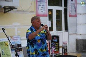 Фото выступления Александра Пяткова на Привокзальной площади Феодосии #3508