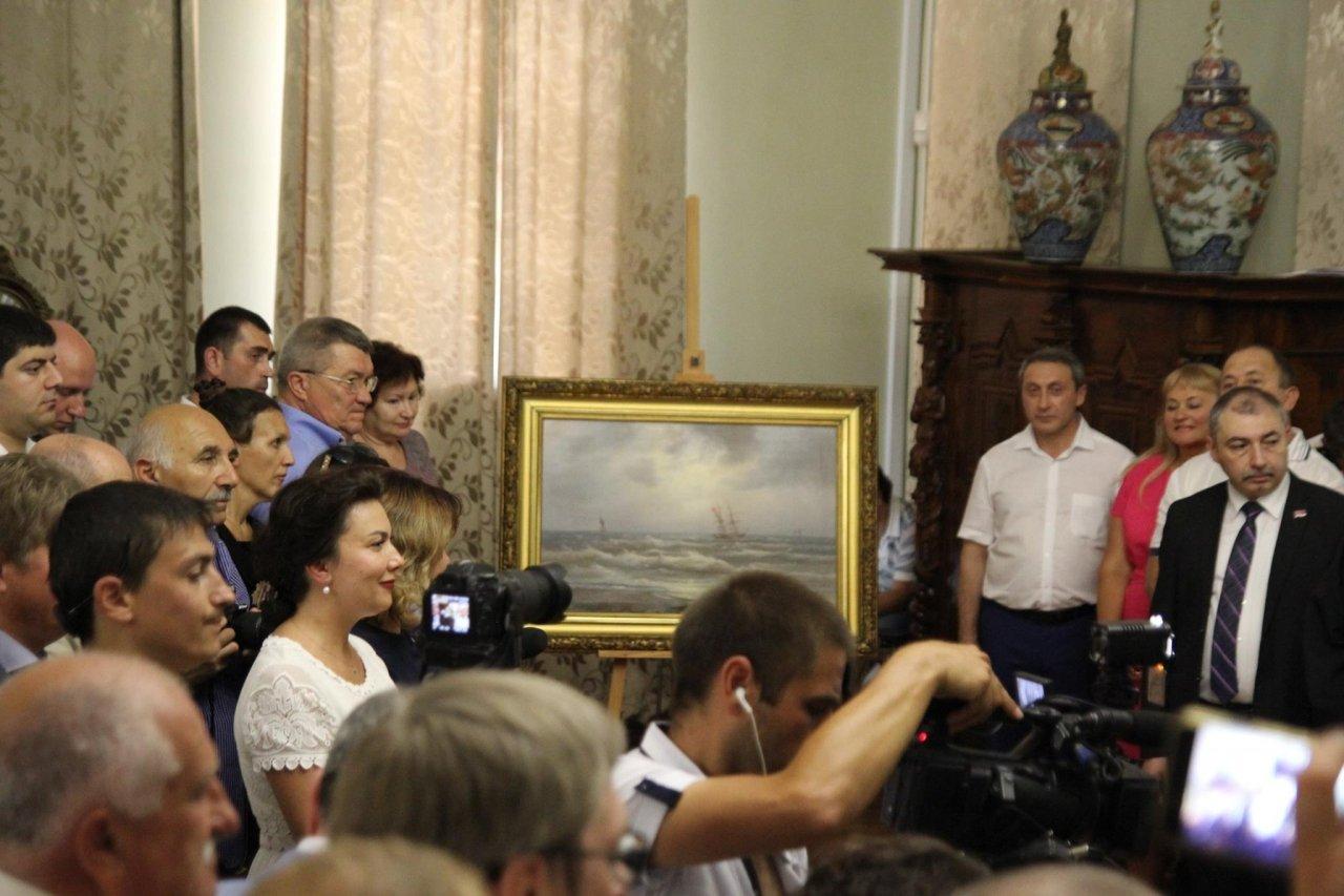 Фото визита Аксенова и потомков Айвазовского в Феодосию #952