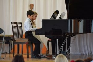 Фото новогоднего концерта в музыкальной школе №1 Феодосии #6371