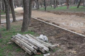 Комсомольский парк Феодосии: работы идут, горожане – прогуливаются #15443