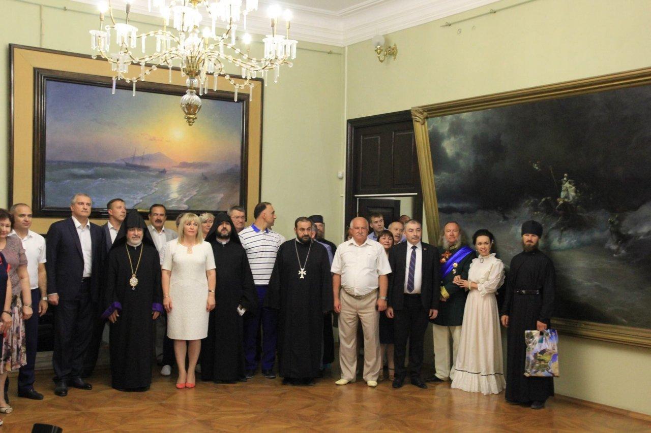 Фото визита Аксенова и потомков Айвазовского в Феодосию #948