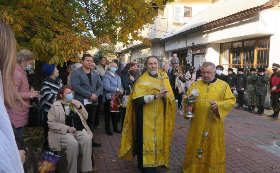 В Феодосии установили памятную доску 100-летия Русского Исхода #15401