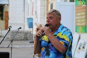 Фото выступления Александра Пяткова на Привокзальной площади Феодосии #3506
