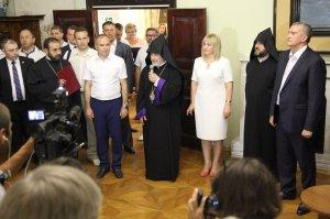 Фото визита Аксенова и потомков Айвазовского в Феодосию #962