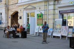 Фото выступления Александра Пяткова на Привокзальной площади Феодосии #3504