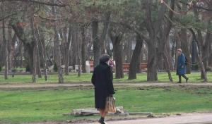 Комсомольский парк Феодосии: работы идут, горожане – прогуливаются #15451