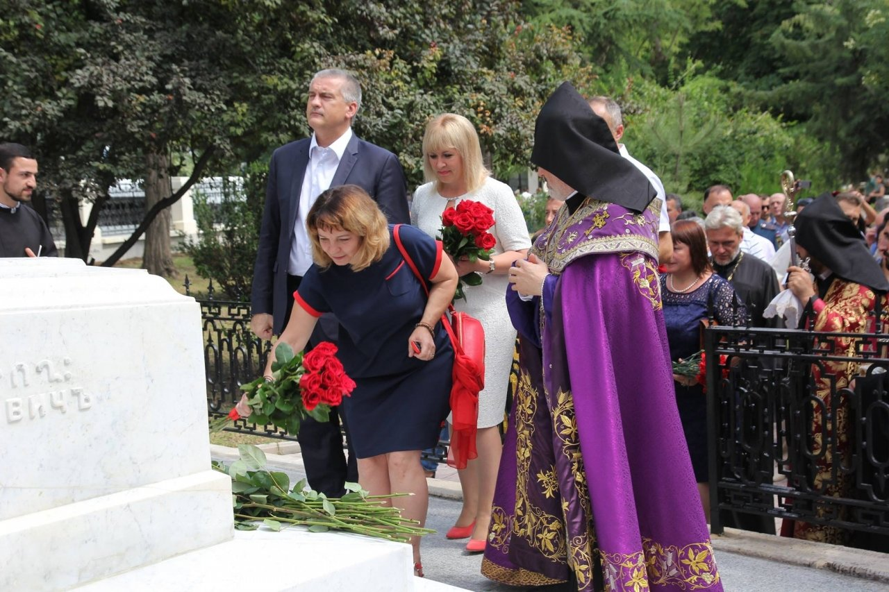 Фото визита Аксенова и потомков Айвазовского в Феодосию #941