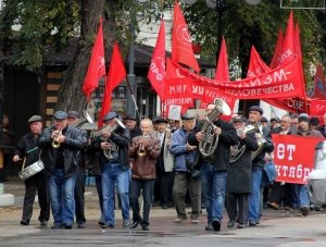 Фото митинга и демонстрации в честь 100-летия Великого Октября в Феодосии #5683