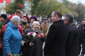 Фото митинга и демонстрации в честь 100-летия Великого Октября в Феодосии #5659