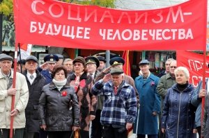 Фото митинга и демонстрации в честь 100-летия Великого Октября в Феодосии #5674