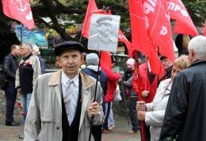 Фото митинга и демонстрации в честь 100-летия Великого Октября в Феодосии #5680