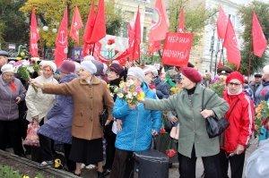 Фото митинга и демонстрации в честь 100-летия Великого Октября в Феодосии #5681