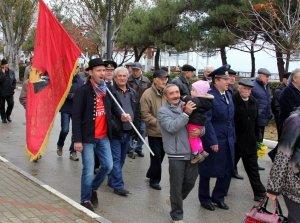 Фото митинга и демонстрации в честь 100-летия Великого Октября в Феодосии #5677