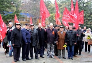 Фото митинга и демонстрации в честь 100-летия Великого Октября в Феодосии #5675